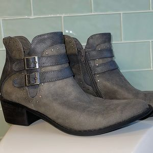 Amazing ankle boots😊